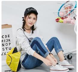 卓诗尼小白鞋,既时尚、舒适又青春活力