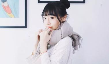 带须边的羊毛围巾该怎么围呢?