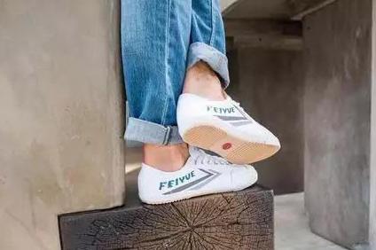 复古小白鞋有哪些?飞跃和回力小白鞋怎么样?