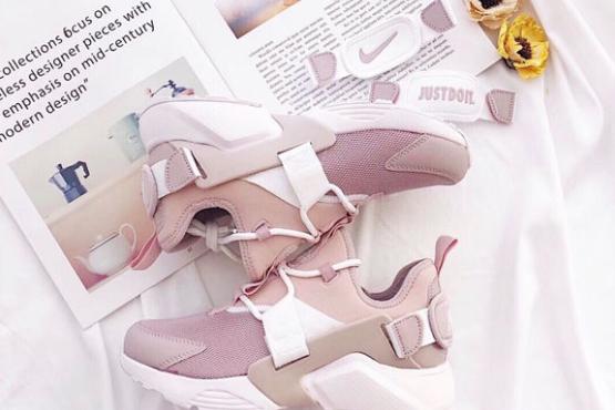 2018春秋新款休闲鞋什么品牌好?耐克华莱士樱花粉运动鞋怎么样?