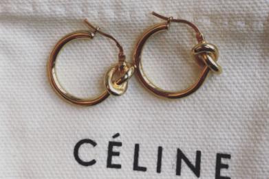 什么牌子的耳环好看?Celine 经典款小结耳环会掉色吗?