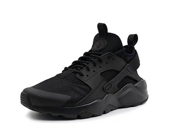 耐克女运动鞋2017新款?耐克Nike max 270和华莱士运动鞋那个好?