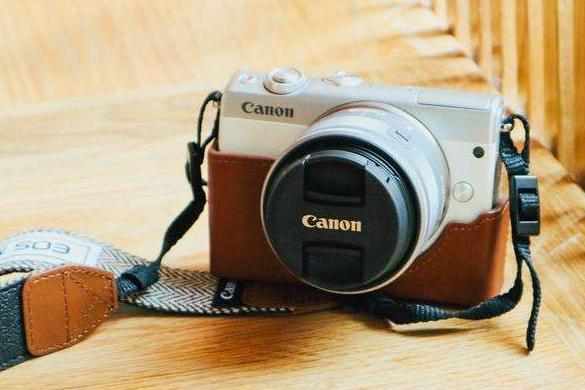 佳能相机哪款适合女生?佳能M100相机适合自拍吗?