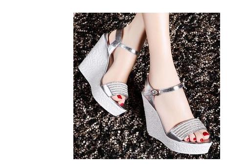 女鞋该怎么搭配好看?Zara新款女鞋该怎么搭配?