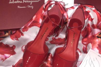 高跟鞋品牌推荐?菲拉格慕红色丝巾高跟鞋怎么样?