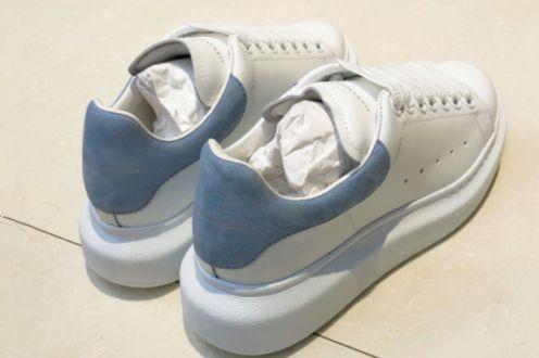 麦昆小白鞋哪种尾好看?好不好搭配?