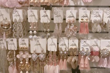 lovisa是什么牌子饰品?lovisa耳环主要是什么材质?