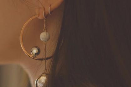 小ck属于什么档次?小ck耳环好不好搭配?