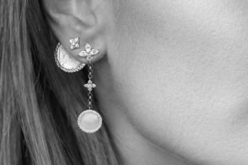 apm耳环是单只卖吗?可以沾水吗?