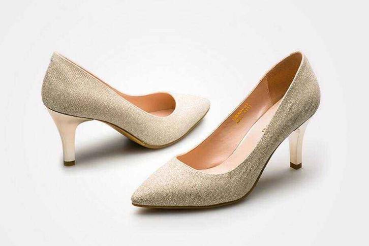 高跟鞋女鞋品牌大全?2018年女鞋的流行款式?