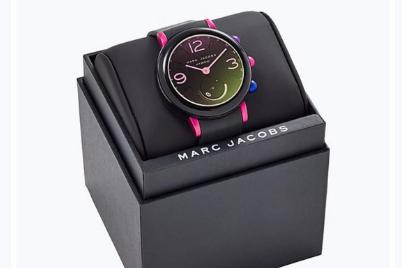 Marc Jacobs电子表不需要充电吗?类似于智能手表吗?
