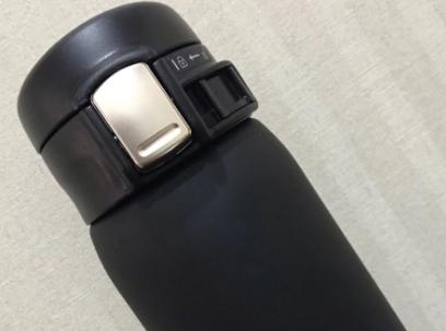 日本象印保温杯很轻便吗?杯盖可以一手操控?
