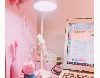 名创优品的台灯有几档调光?光线柔和吗?