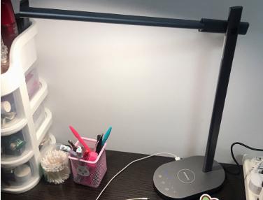 摩米士的护眼台灯有定时功能?可以给手机充电吗?