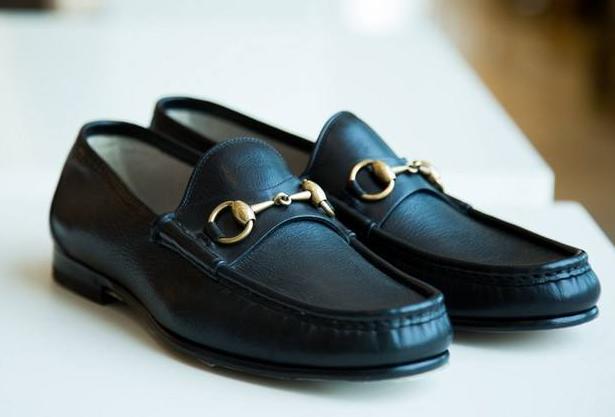 gucci皮鞋是真皮的吗?多少钱一双?