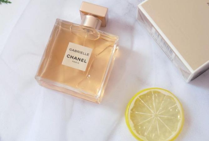 嘉柏丽尔香水留香久吗?是什么香调?