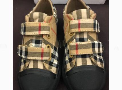 Burberry童鞋码数正吗?买的时候有什么注意的吗?