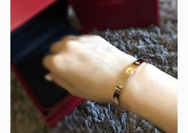 卡地亚手镯玫瑰金和黄金哪个好看?会磨损吗?