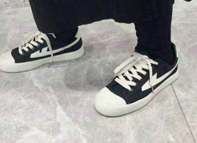 回力麻将款的鞋子是什么样的?穿着舒适吗?