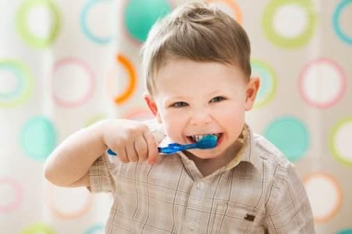 如何像美国人一样拥有一口洁白的牙齿和健康的口腔?