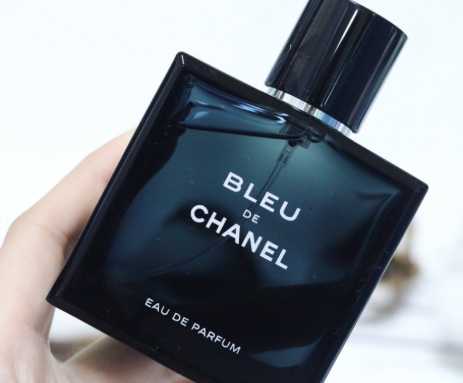 chanel蔚蓝男士香水女生能用吗?味道好闻吗?