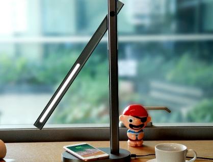 摩米士的台灯怎么样?还能给手机充电?