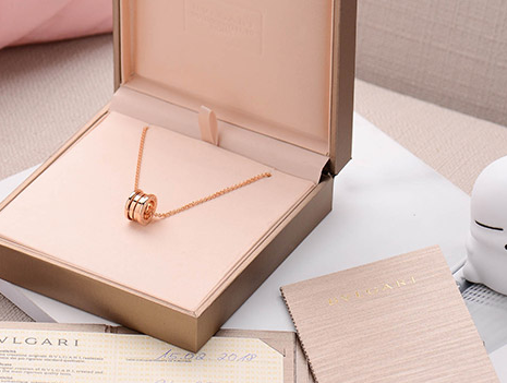 宝格丽的弹簧项链黄金的还是玫瑰金的好看?价格是多少?