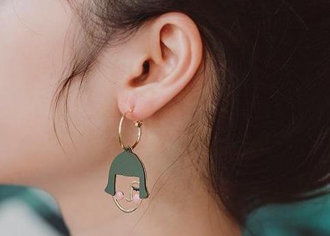 什么牌子的耳环好看?谁能分享一些平价的店铺?