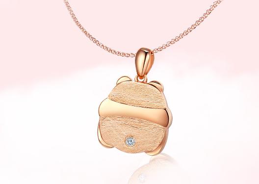 钻石世家的钻石项链怎么样?谁能推荐一款适合送人的?