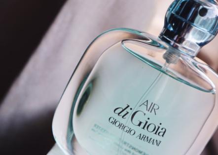 阿玛尼寄情女士香水好闻吗?使用感受如何?