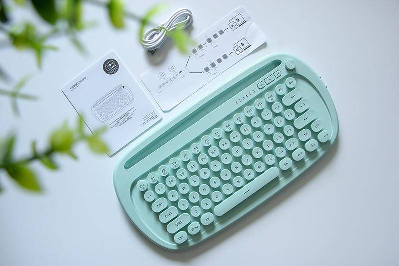绚丽多彩卡哇伊,小姐姐都喜欢的巧克力蓝牙平板专用键盘实测