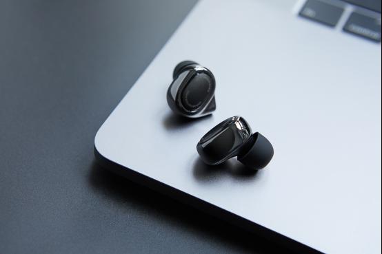 小米旗舰新品首发:小米圈铁4单元耳机,有线无线全兼容